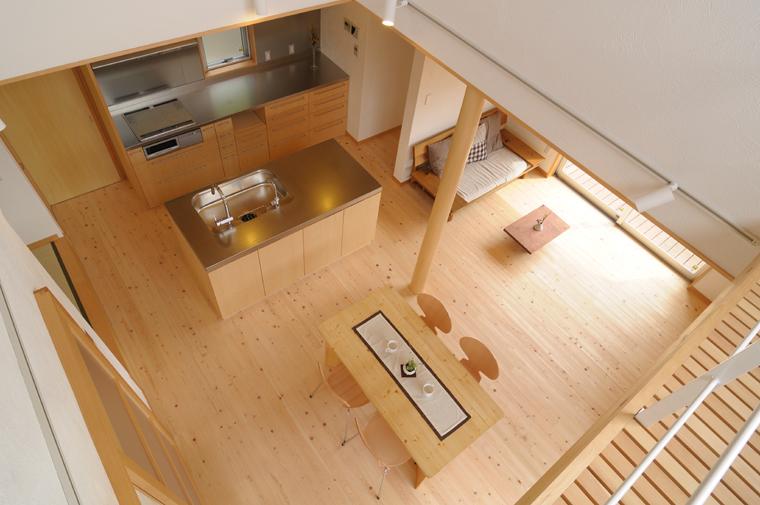 統一感のある家具として配置したアイランドキッチンスタイル