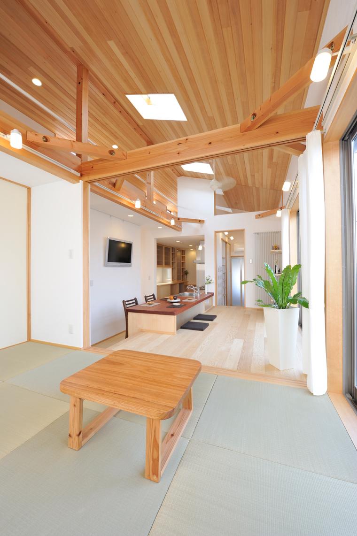 泊まれるスペースがない場合でも居間を客間にすることができる畳部屋