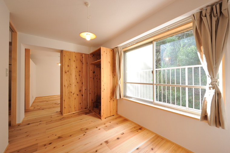 部屋を仕切るための置き型収納家具