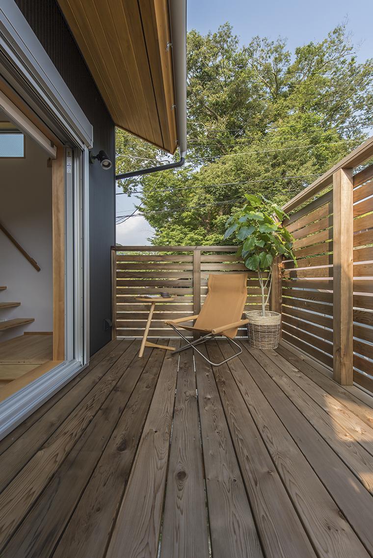 【10位】「casetta546」の2階デッキ。街中の住宅でも、周囲の視線を気にせず、開放的な視界と暖かな日差しが満喫できます。